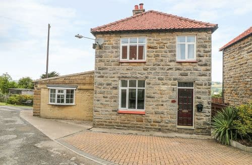 Last Minute Cottages - Charming Sleights Cottage S121892