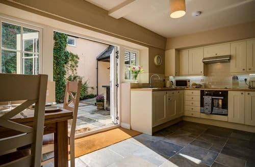 Last Minute Cottages - Stunning Burford Cottage S126000