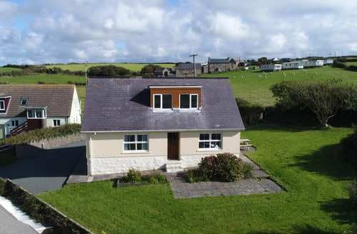 Last Minute Cottages - Cosy Newgale Cottage S125559