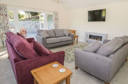 Last Minute Cottages - Ochor Yr Garth