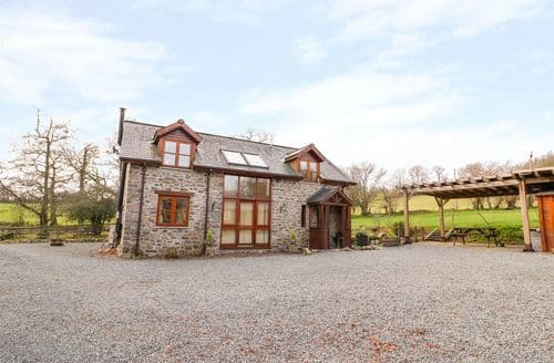 Last Minute Cottages - The Carnau Lodgings