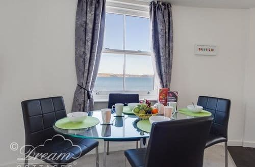 Last Minute Cottages - Beachside Gallery