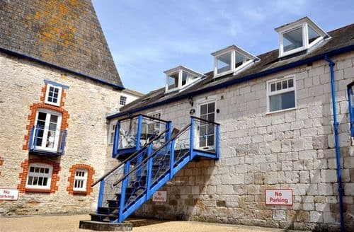 Last Minute Cottages - Wonderful Brewers Quay Harbour Cottage S126573