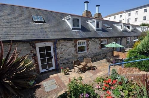 Last Minute Cottages - Attractive Brewers Quay Harbour Cottage S126568