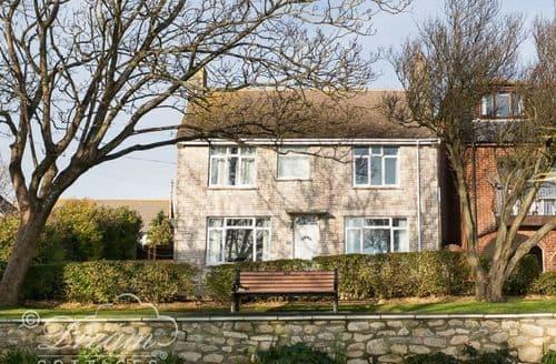 Last Minute Cottages - Luxury Cove Castle Cottage S126697