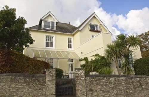 Last Minute Cottages - 1 Holmleigh