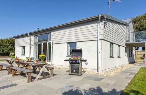 Last Minute Cottages - Cosy Salcombe Cottage S124454
