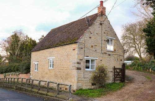 Last Minute Cottages - Manor Farm House Cottage