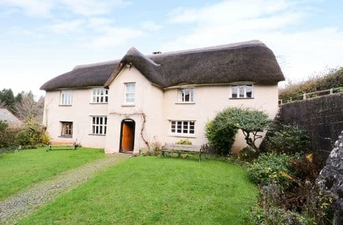 Last Minute Cottages - Middle Coombe Farm