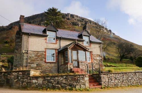 Last Minute Cottages - Excellent Llangollen Cottage S127036