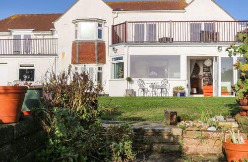 Last Minute Cottages - Cooden Beach House