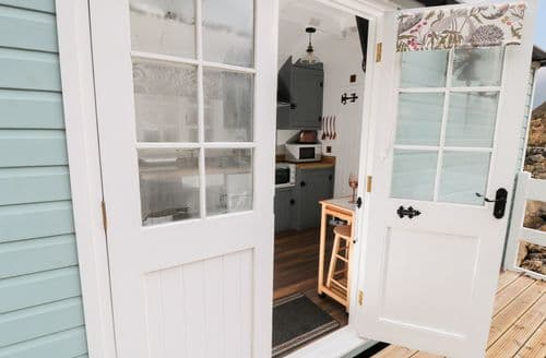 Last Minute Cottages - Lady Bird Retreat
