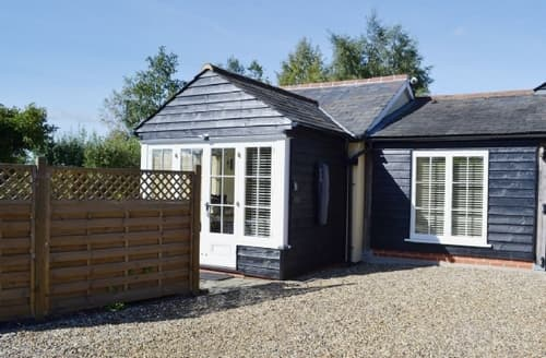 Last Minute Cottages - Inviting Colchester Lodge S41171