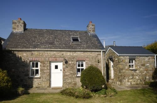 Last Minute Cottages - Attractive Castlemorris  Cottage S127069