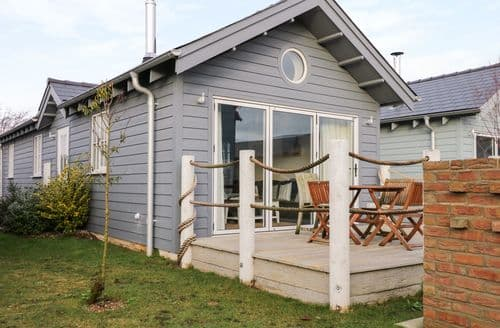 Last Minute Cottages - Sea-Renity