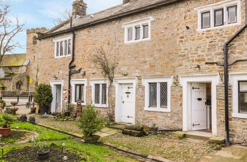 Last Minute Cottages - 3 Poole End