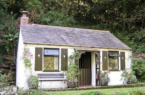 Last Minute Cottages - Coachman's