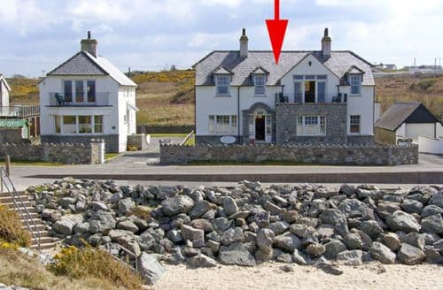 Big Cottages - Charming Holyhead House S4631