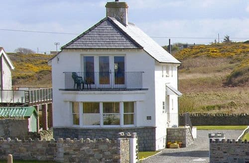 Big Cottages - Adorable Holyhead House S4634