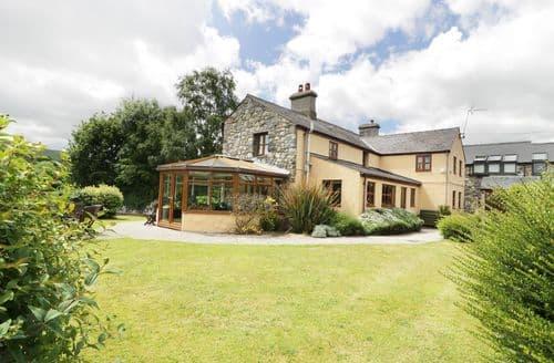 Last Minute Cottages - Delightful Caernarfon Farmhouse S4671