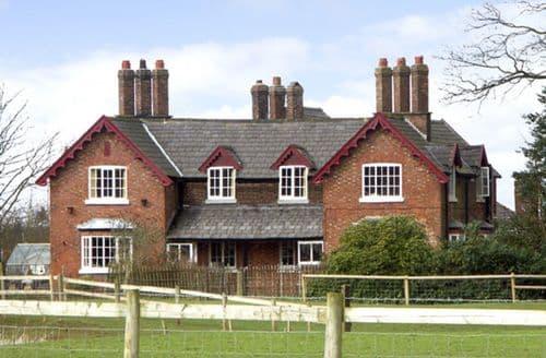 Last Minute Cottages - Adorable Cheshire East Apartment S6853