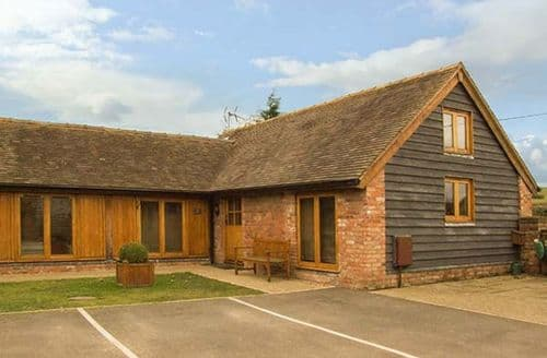 Last Minute Cottages - Inviting Bridgnorth Loft S2140