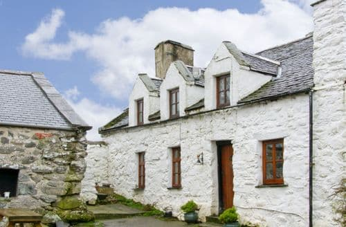 Last Minute Cottages - Hen Argoed Cottage