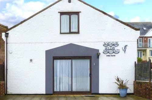 Last Minute Cottages - Attractive Yarmouth No. S4546