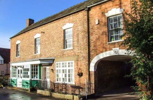 Last Minute Cottages - Beautiful Gloucester Court S2201