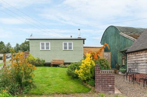 Last Minute Cottages - Shepherd's Hut