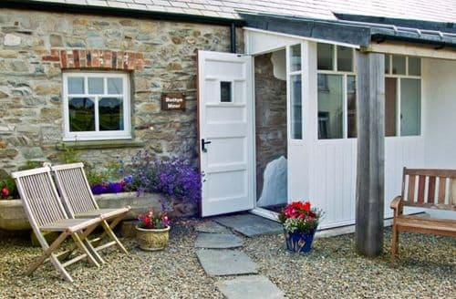 Last Minute Cottages - Superb Newport Mawr S5193