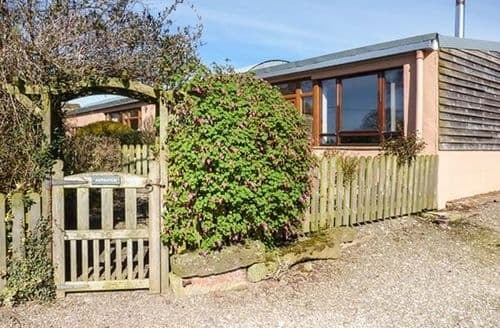 Last Minute Cottages - Nuthatch