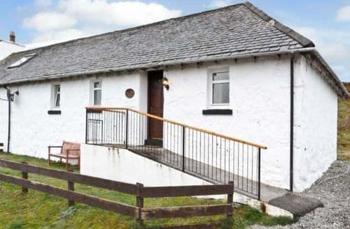 Last Minute Cottages - Cosy Portree Cottage S5198