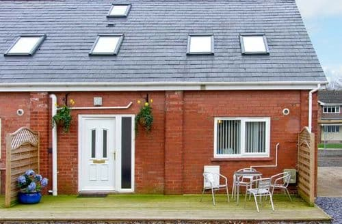 Last Minute Cottages - Cosy Ellesmere Port Cottage S5554