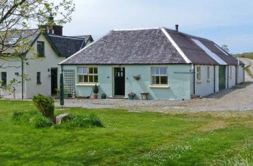 Last Minute Cottages - Darach