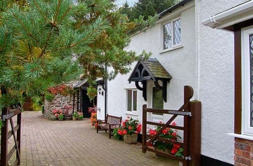 Last Minute Cottages - Cosy Ruthin Cottage S38228