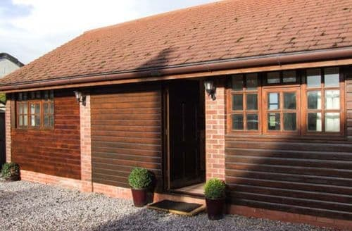 Last Minute Cottages - Wonderful Pershore Barn S2767