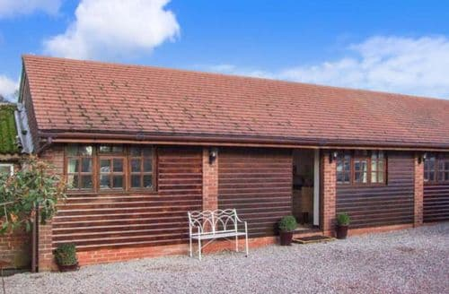 Last Minute Cottages - Luxury Pershore Barn S2759