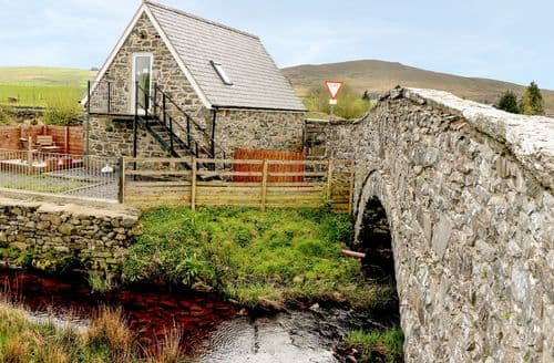Last Minute Cottages - Glan Nug Bach