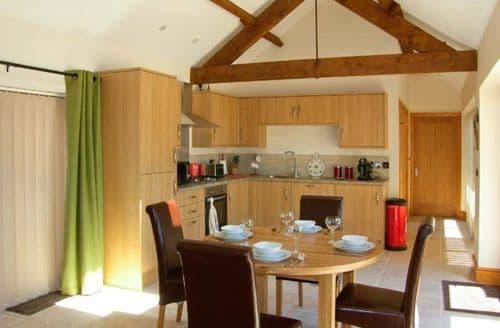 Last Minute Cottages - Little Hendre Lodge