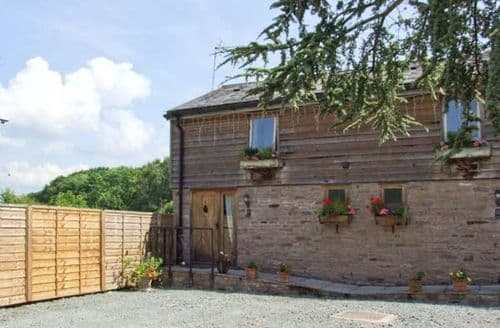Last Minute Cottages - Delightful Bearwood Cottage S6897