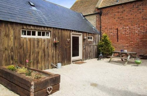 Last Minute Cottages - Inviting Lechlade Rental S25130