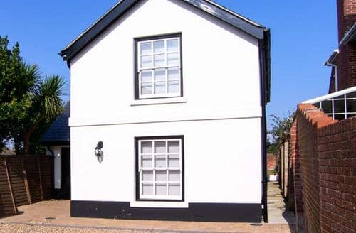Last Minute Cottages - Cosy Gosport  S12821