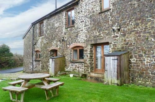 Last Minute Cottages - Woolleigh Barton Stables