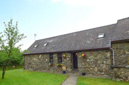 Last Minute Cottages - Lovely Pontfaen Cottage S12718
