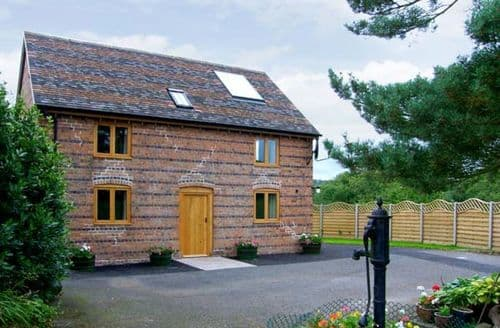 Last Minute Cottages - Inviting Ludlow Mill S2538
