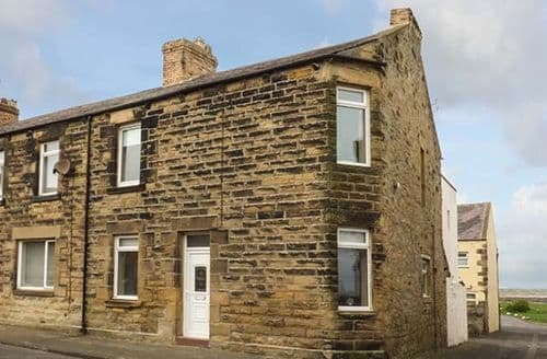 Last Minute Cottages - Attractive Amble By The Sea Apartment S25966