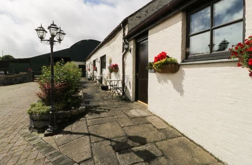 Last Minute Cottages - Lovely  Apartment S85105