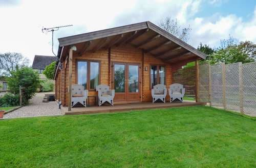 Last Minute Cottages - Stunning Broadway Lodge S9444