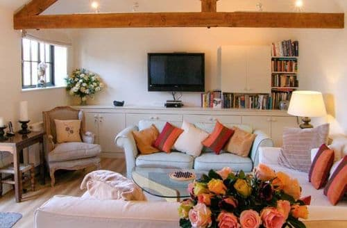 Last Minute Cottages - Exquisite Warminster Barn S4069